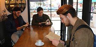 Bu Kuaförde Telefon Kullanmak Yasak: Tıraş Sırasında Müşterilerini Kitap Okumaya Teşvik Eden Mustafa Atadil