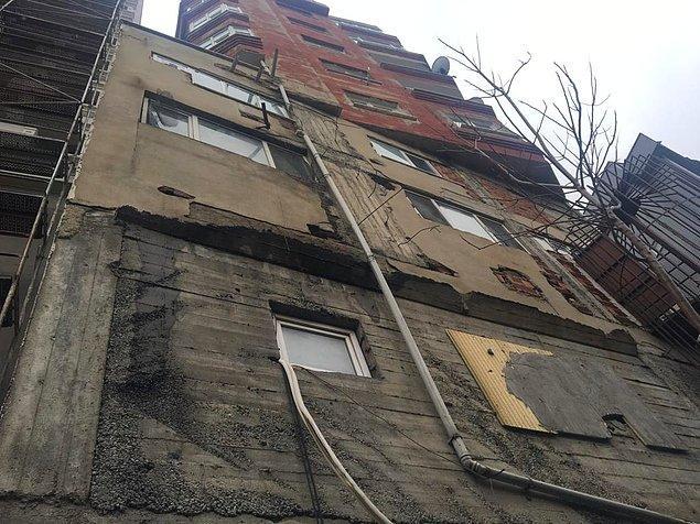 Ayrıca, üst üste iki binayı andıran yapının dış cephesindeki çatlak ve döküntüler de dikkat çekiyor.