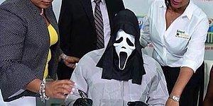 Çetelerden Korunmak İçin İkramiyesini Çığlık Maskesi Takarak Alan Talihli