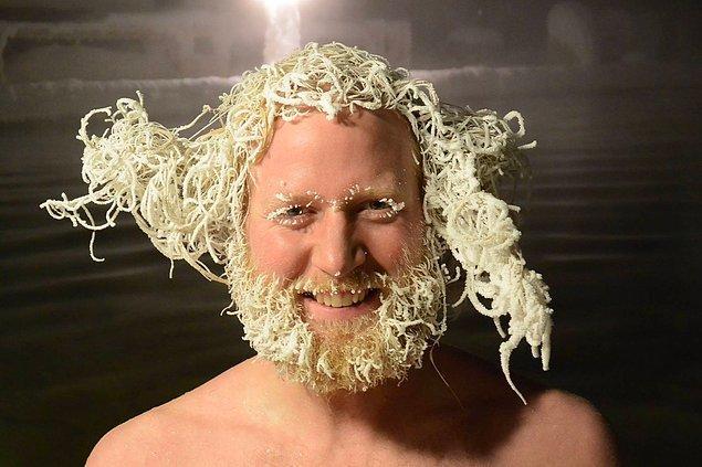 Bu yarışmacı ise yarı donmuş saçını savurarak bu modeli elde etmiş ve şimdilik ikincilik sırasına oturmuş.