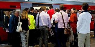 Avustralya'da Metroya Binen Yaşlı Teyzeye Kimse Yer Vermeyince Sosyal Medya Ayağa Kalktı!
