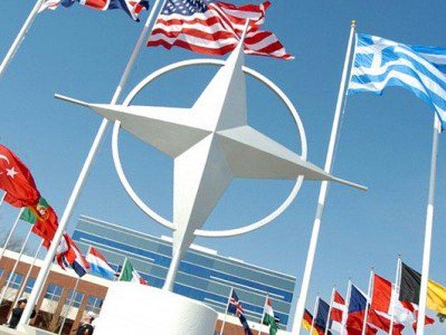 1952: TBMM, Türkiye'nin NATO üyeliğini onayladı. Türkiye, 21 Şubat günü NATO üyesi oldu.