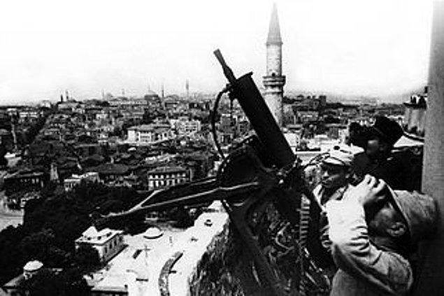 1945: Türkiye, Nazi Almanyası ve Japon İmparatorluğu'na savaş ilan etti.