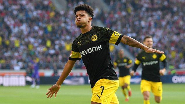 Ligin son yıllardaki en başarılı ekibi Bayern Münih'i geride bırakarak liderlik koltuğunda oturmaya devam eden Borussia Dortmund'un başarısında önemli rol üstlenen 18 yaşındaki Jadon Sancho, kanatlarda görev almasına rağmen bu sezon tüm kulvarlarda 8 gol ve 13 asistlik performans sergiledi.