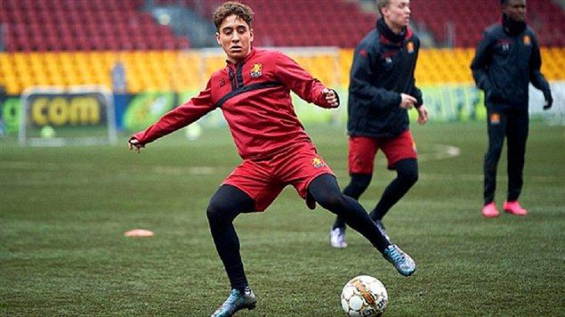 Danimarka'nın Lyngby FK takımında futbol yaşantısına başlayan Emre hızı, rahat adam eksiltmesi ve şutları ile kısa süre içerisinde dikkat çekti.