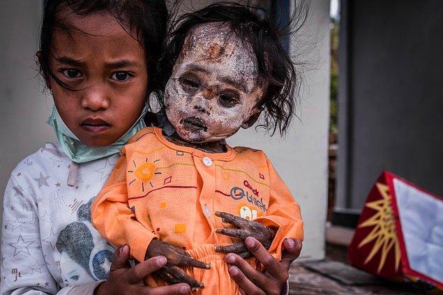 Endonezya'nın dağlık bir bölgesinde yaşayan Troja kabilesi, ölülerini son yolcuklarına uğurladıktan sonra işler onlar için bitmiyor.
