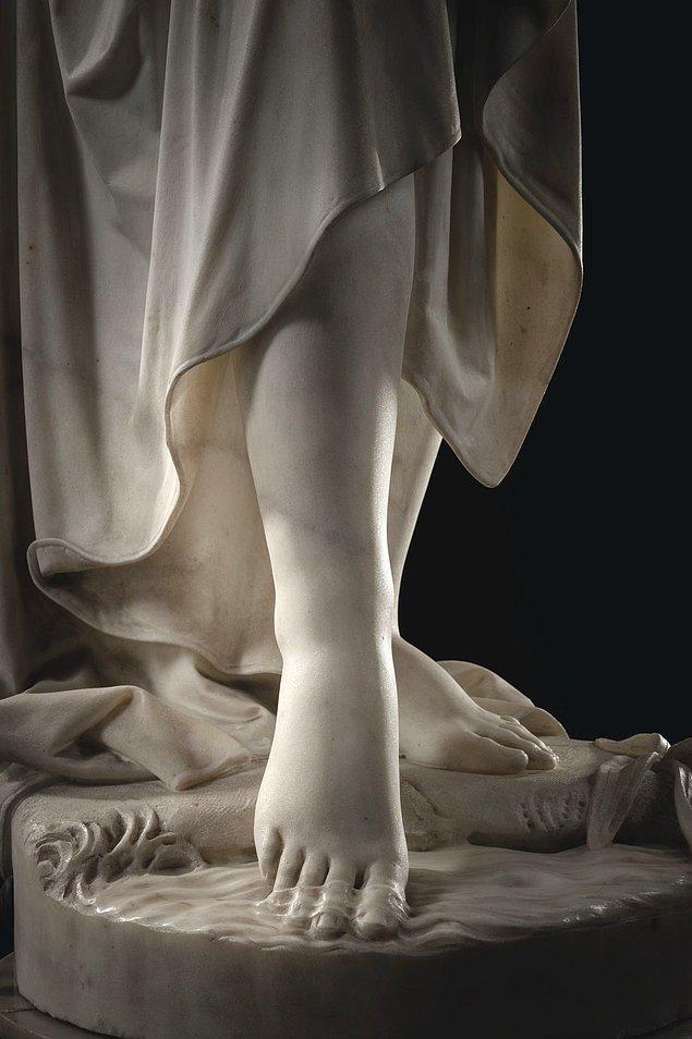 Lombardi'nin mermere nasıl da şeffaflık kattığını görüyor musunuz?