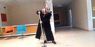 'Koridorlar Pis' Diyerek Eline Süpürgeyi Alan Kadın Hastaneyi Temizledi!