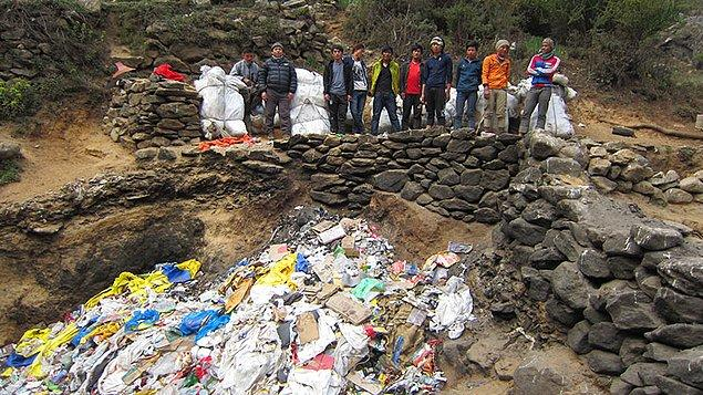 Dev temizlik çalışması olarak kayıtlara geçen bu girişim sırasında, 8.000 metreden yüksekte hayatlarını kaybetmiş dağcıların cansız bedenleri de aranacak.