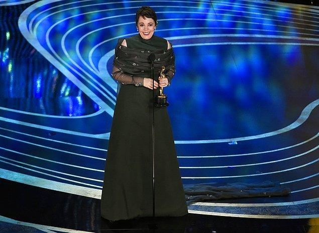 """""""The Favourite""""  10 dalda aday olmuştu, geceden tek ödülle ayrıldı: """"En İyi Kadın Oyuncu"""" ödülü  Olivia Colman'ın oldu."""