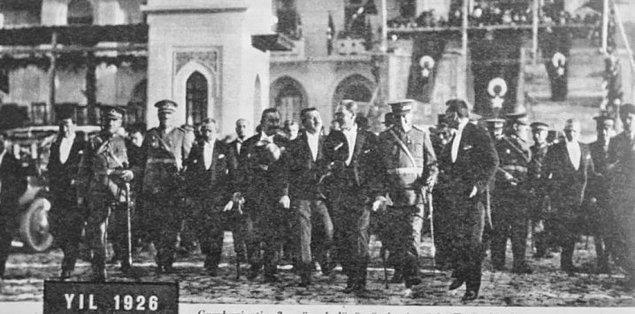 1926: İtalyan yasaları esas alınarak hazırlanan yeni Türk Ceza Kanunu, TBMM'de kabul edildi.