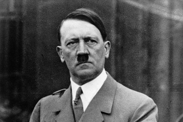 1932: Adolf Hitler, Alman vatandaşlığına kabul edildi.