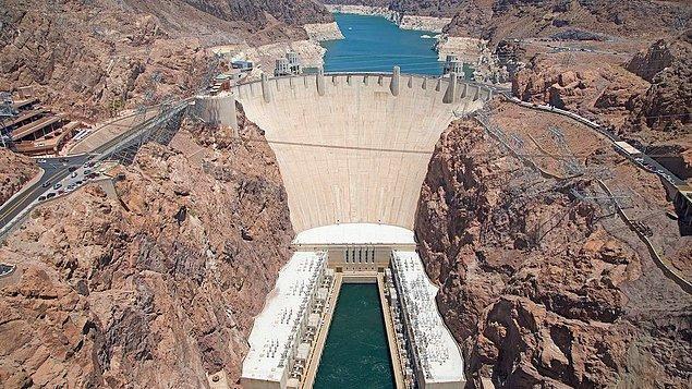 1936: ABD'de Hoover Barajı'nın inşaatı tamamlandı.