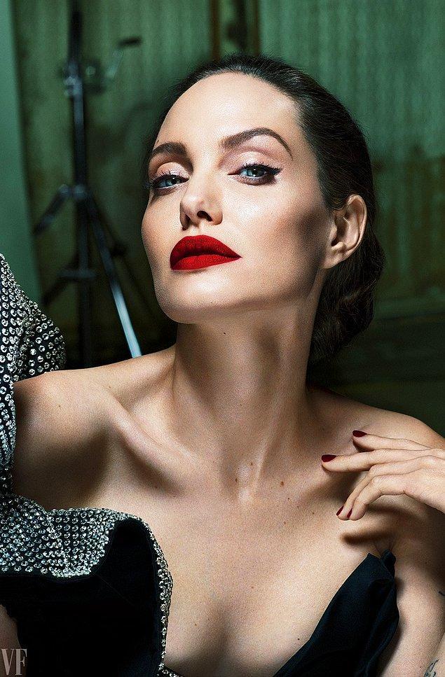 13. Cleopatra filminin başrolü Angelina Jolie oldu.