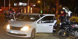 Bilin Bakalım Nerede? 'Dur' İhtarına Uymayıp Kaçan Otomobilden Polise 'Kimyon' Atılmış