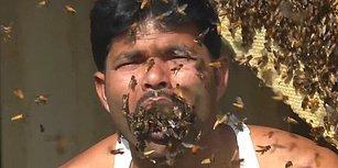 Cesaretin ve Çılgınlığın Böylesi: Hindistanlı Bal Toplayıcısı Yüzlerce Arıyı Sebepsizce Ağzına Doldurdu!