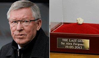 Sir Alex Ferguson'un Son Maçında Çiğnediği Sakız 2 Milyon 834 Bin TL'ye Alıcı Buldu