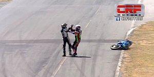 Yarışı Bırakıp Kavga Etmeye Başlayan Motosikletçiler
