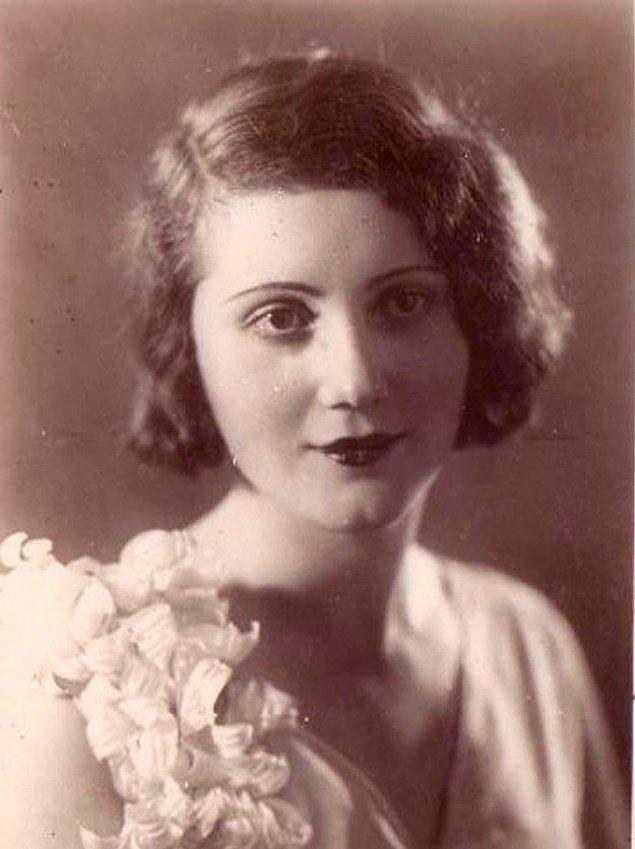 11. Dünya tiyatrosunda sahneye çıkan ilk Türk kadın oyuncu Afife Jale, İstanbul 1920.
