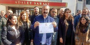 Komünist Başkan Fatih Maçoğlu Mazbatasını Aldı: 'Hediye ve Çiçek Yerine Sokak Hayvanlarına Bağış Yapın'