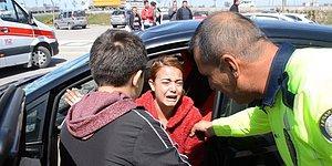 Karşıdan Karşıya Geçen Yayaya Çarptı, Aracına Ağladı: 'Arabamı Ne Hale Getirdi Kadın'