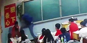 Acımasız Öğretmen, Sınıfın Ortasında Öğrencileri Tekme Tokat Dövdü!