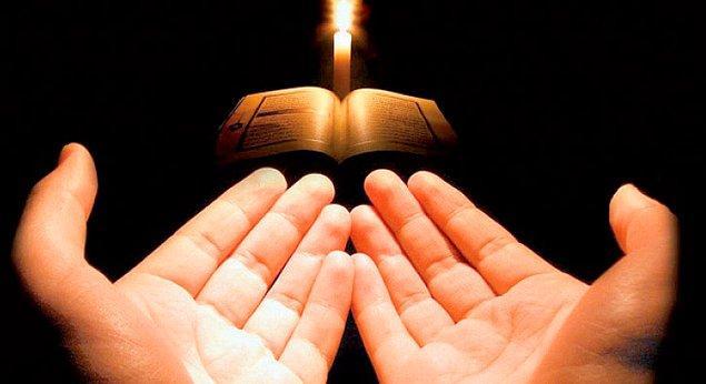Ayetel Kürsi bir rivayete göre Peygamber Hz. Muhammed'in (S.A.V.) anlattığı bir kıssanın ardından indirilmiştir.
