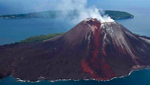 1. 1883 yılında Sumatra ve Malezya arasında bulunan Karakatau Adası'ndaki yanardağ patlaması insanlık tarihi boyunca kaydedilen en yüksek gürültüdür ve 4800 kilometre uzaktan duyulmuştur.