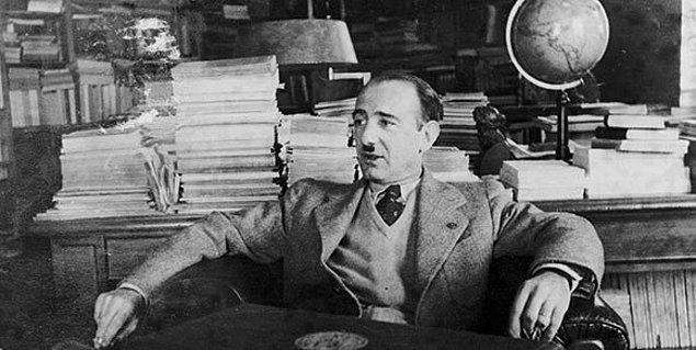 2. Edebiyat ve tarihin önemli isimlerinden biri olan Mehmet Fuad Köprülü ne tarih ne de edebiyat üzerine eğitim almıştı. Ne yazık ki kendi döneminde bu iki alan üzerine yüksek öğrenim görebileceği bir okul mevcut değildi.