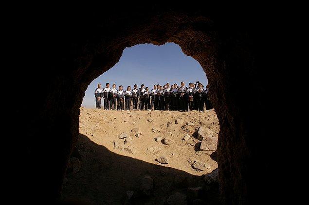 Çünkü muhtemelen bir gün Mars'ta bu tip yerleşkeler kurulması ve bu tür mağaraların incelenmesi oldukça olasıdır.
