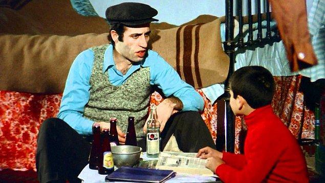 3. Senarist Umur Bugay, filmin çekileceği apartmandaki kapıcı dairesini ziyaret edince, Anadolu'dan gelen bu insanların kültürlerini evlerine yansıttığını görmüş ve o dairenin düzenine hiç dokunulmamış.