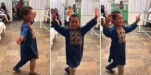 Mayın Patlaması Sonucu Bacağını Kaybeden Ufaklığın Protez Bacağıyla Dans Ettiği Muhteşem Anlar