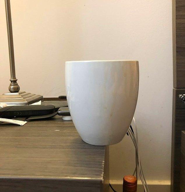 """17. """"Erkek arkadaşım kahve bardağını her sabah bu şekilde bırakıyor."""""""