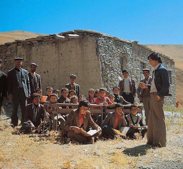 27. Hakkari'ye bağlı bir köy ilkokulu, 1969.