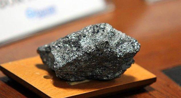 Çin'de, Xiamen Üniversitesi'nde yapılan bir çalışmayla ısı ve elektriği en iyi ileten malzeme olarak kabul edilen ve çelikten bile 200 kat daha güçlü olan grafenden daha güçlü ve esnek bir madde ürettiler.