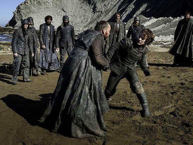"""13. """"Stark"""" kimliğine dönüş yaptıktan sonra Iron Islands'ın komutası için dövüştü."""