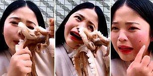 Yemeye Çalıştığı Ahtapot Suratına Yapışınca Canlı Yayında Dumura Uğrayan Kadın