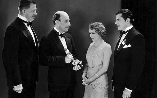 1929 - ABD'de Sinema Sanatları ve Bilimleri Akademisi ilk ödüllerini dağıttı.