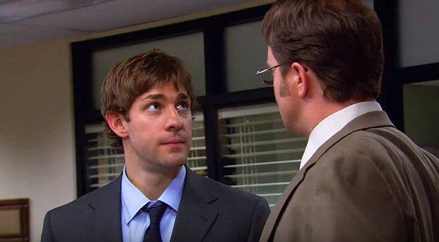 9. Bir konuşma içinde karşınızdaki kişinin gözünü korkutmak istiyorsanız alnına bakarak konuşun.