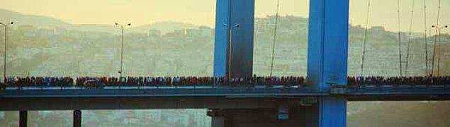 Köprü üzerinden destek için geçenler,