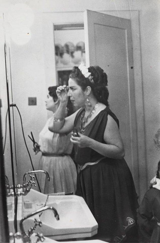 10. İlk Türk kadın opera sanatçısı Semiha Berksoy, İstanbul, 1930.