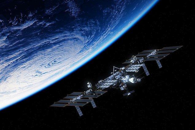 İlk uzay turistlerinin istasyona 2020'de gideceğini aktaran NASA, misafirlerin istasyonun içerisinde konaklayabileceğini söyledi.