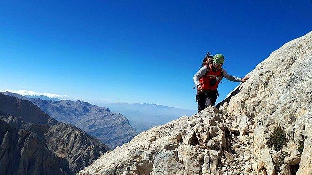 Çamardı ilçesindeki Demirkazık Dağı'nın güneybatı yüzünde yer alan 'peck kulvarı'ndan zirveye doğru dün tırmanış yapan 7 dağcıdan Bülent Tuncay, dengesini kaybedip düştü.