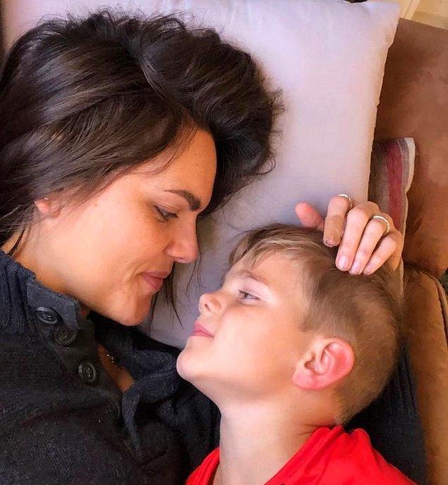 """""""Her gün oğullarımı sevmeniz, gururlanmanız ve dolu dolu yaşamanız için dua ediyorum."""""""
