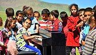 Duyduğu Sesleri Notaya Dökebilen Nadir Yeteneklerden Olan Görme Engelli Genç İlk Piyano Konserini Köyünde Verdi!