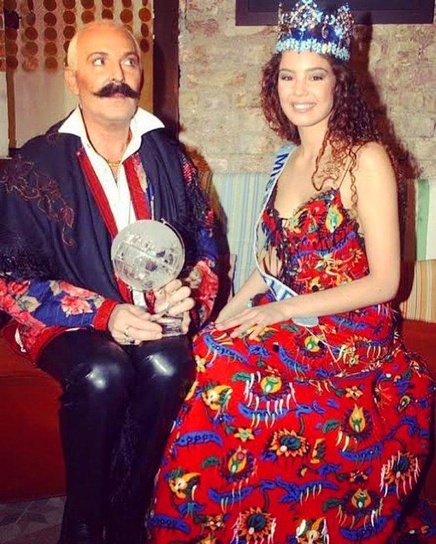 6. Cemil İpekçi'nin Azra Akın için diktiği ve maliyeti 20 TL olan basma elbise. Şokopop'un metnini aynen yazalım: