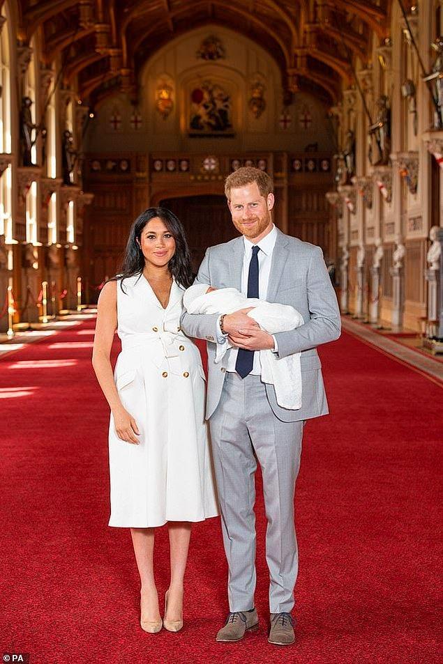 Archie'nin gelecek ay annesi ve babasının evlendiği yerde vaftiz olacağı da gelen haberler arasında!