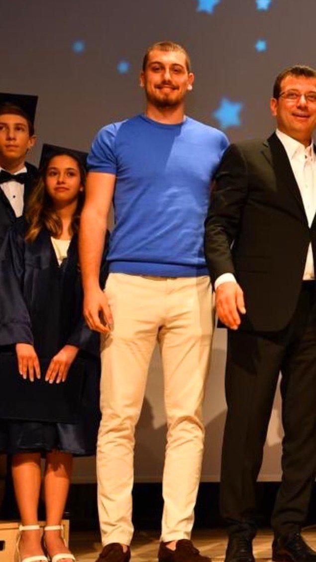 Kendisiyle ilgili bilgi sahibi olmak isteyenler için hemen söyleyelim: Selim İmamoğlu, İstanbul Teknik Üniversitesi'nde İnşaat Mühendisliği öğrencisi. Boyundan da anlaşılabileceği gibi, gerçek bir basketbol sevdalısı aynı zamanda.