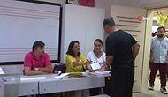 'Hadi Eyvallah' Diyen Cem Yılmaz Oy Zarfıyla Kapıya Yöneldi