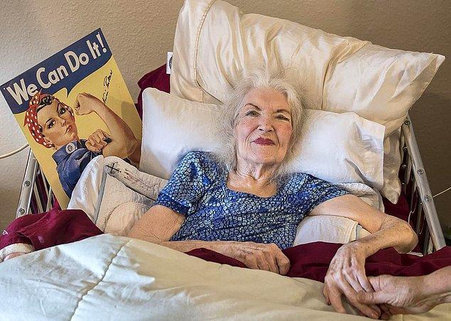 """Böylece gerçek """"Kırmızı Bandanalı Kadın"""" 2015'te ortaya çıkmış oldu. Bundan 2 yıl sonra ise 96 yaşındayken hayatını kaybetti."""